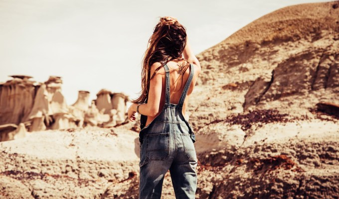 Dungarees can be comfortable and stylish. That said, here are some of the absolute best ways you can wear them right now!