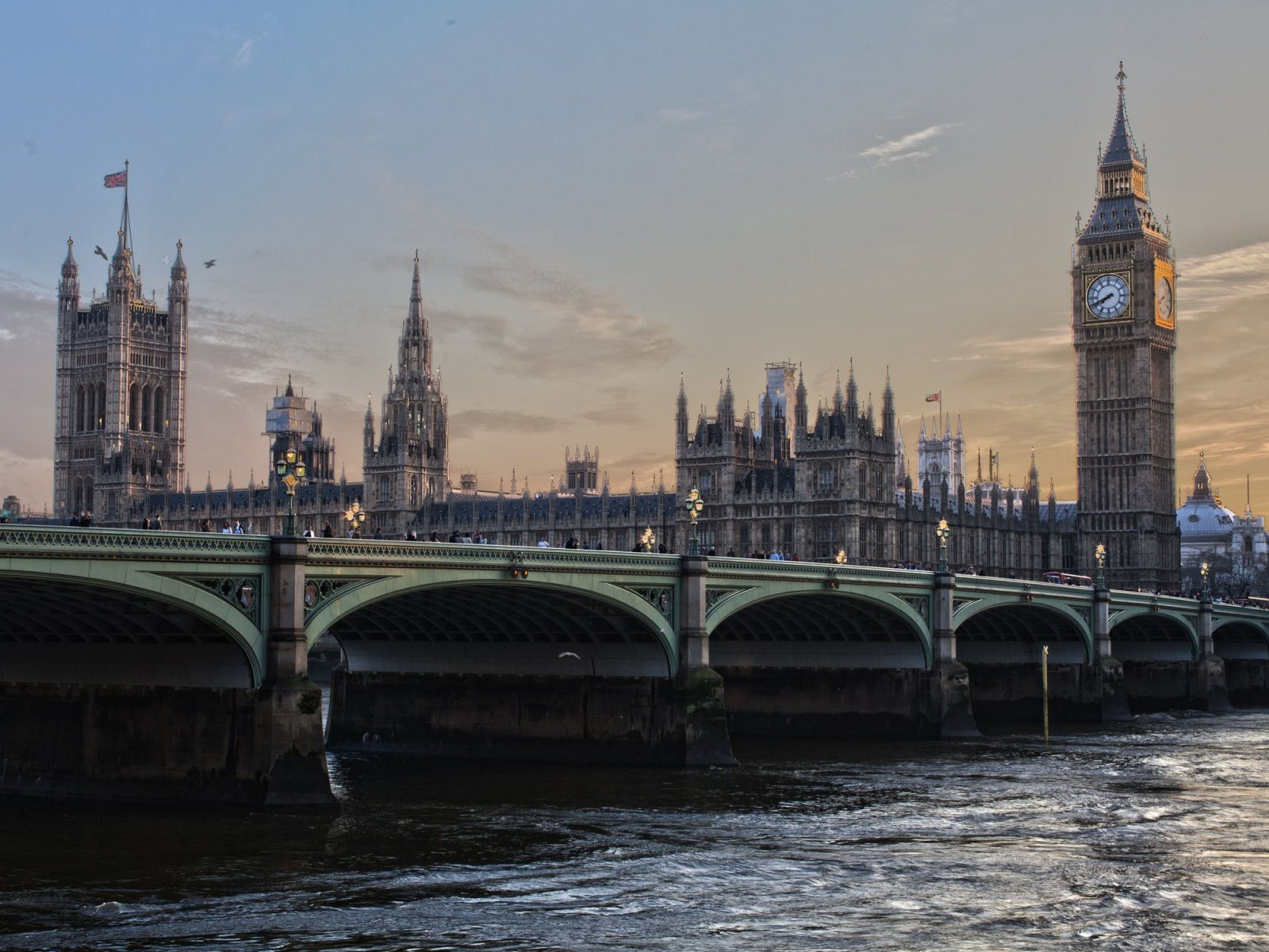 London is filled with people who use a variety of different phrases that you'll only hear in London! We've listed some of them!