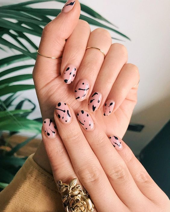 These autumn nail colours are an absolute must for this fall season! We've put together a list of some of the best looks for fall!