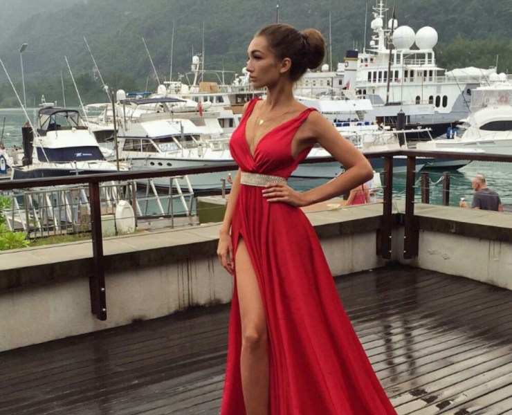 10 Red Prom Dress Looks To Earn The Prom Queen Crown