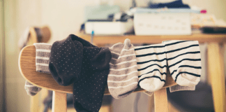 Ever wondered if you could avoid throwing away your old socks? Well, there are plenty of ways you could re-use them! Here's some!
