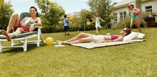 Do you spend most of your time lounging by the pool or at the beach? Here are some fun interactive DIY outdoor games to play this summer!