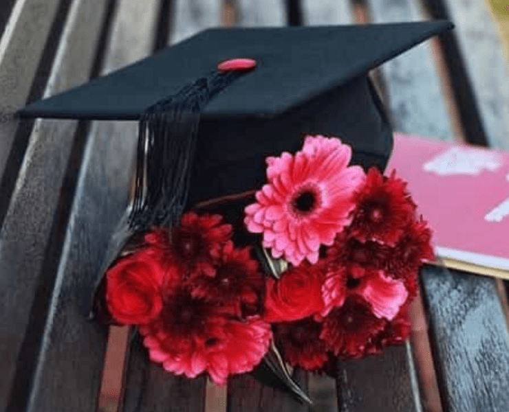 Here is a list of 10 simple, useful and affordable presents for the graduates in your life that are about to get their first apartment!
