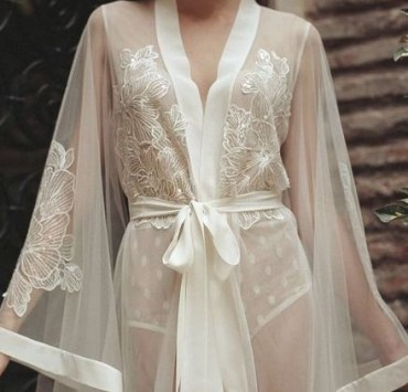 If you're a badass ethereal goddess of a woman, then you need to dress like one too! And these are the five long robes that you just need to have!