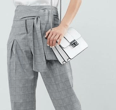 This Summer, ooze the trousers! Comfortable, and easy to style, give up your favourite jeans in favour of nice pairs of trousers, chic and fashionable!