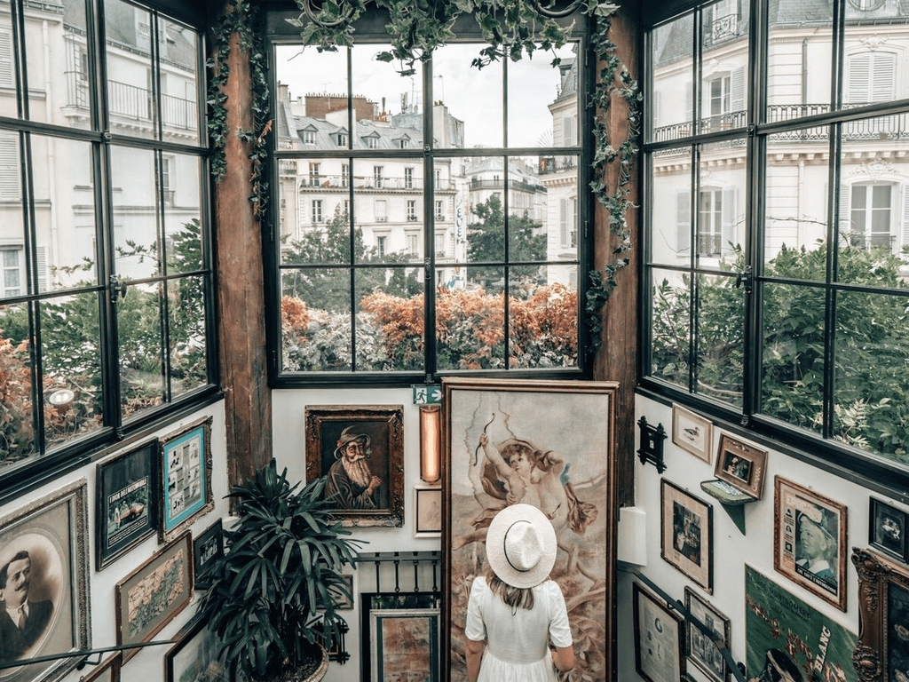 Charming bars, Bohemian caves, secret gardens..in this article just a few of the best-hidden places you should visit once you get in Paris. Enjoy!