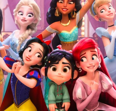 Has any celeb looked familiar lately? Discover the similarities between Hollywood celebrities and Disney Princesses! You might be surprised!
