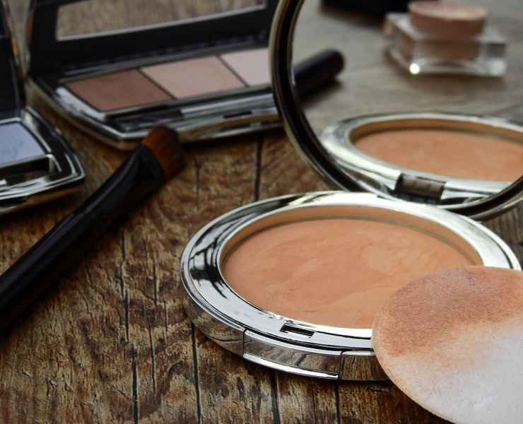 Help make a difference! Get your skin a healthy appearance and a natural glow using one of these natural and organic makeup brands.