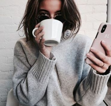Struggling to decide what to wear on your next coffee date? You don't have to necessarily dress up fancy! You can definitely be casual and chic!