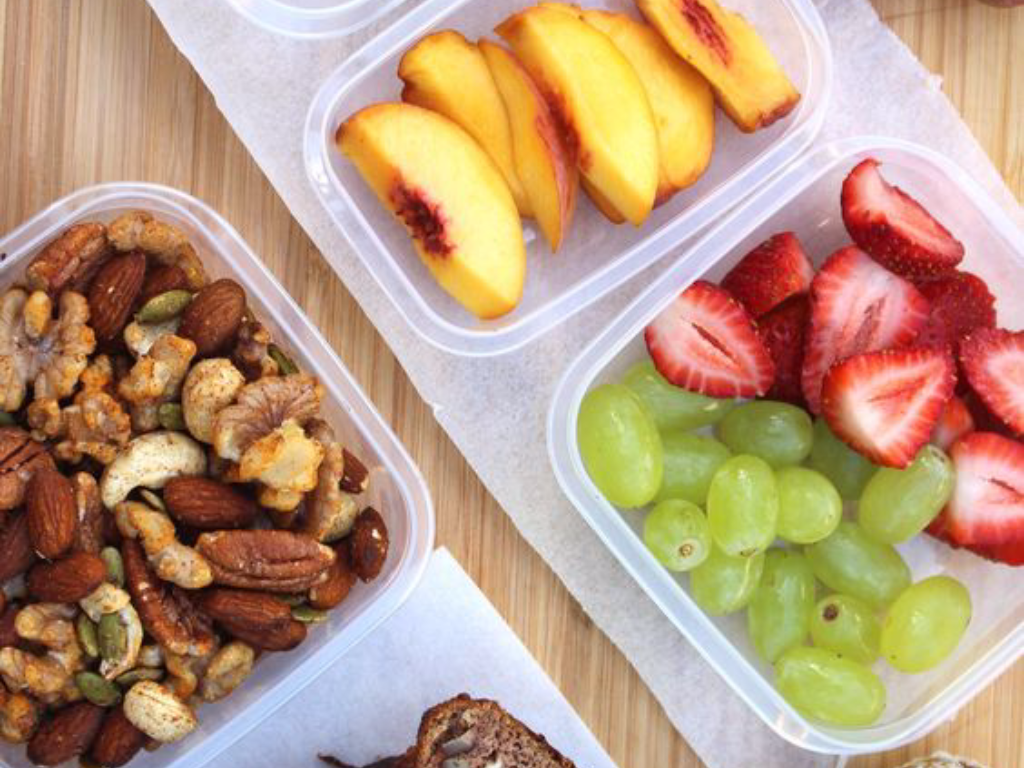 Need some snack inspiration for your plane ride? Skip the overpriced unhealthy snacks at the airport, and pack these healthy snacks in your luggage!