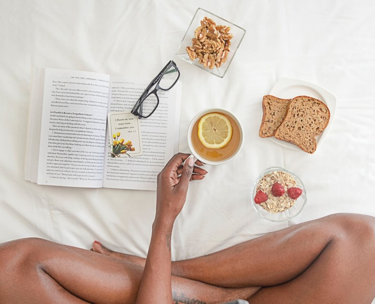 Want to start your morning with a little fun? Get inventive and surprise your babe with one of these easy and delicious breakfast-in-bed recipes!