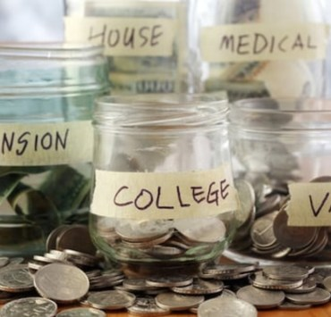 Just because you're a student doesn't mean you have to be broke! These are the 20 best money saving hacks for students - thank us later!