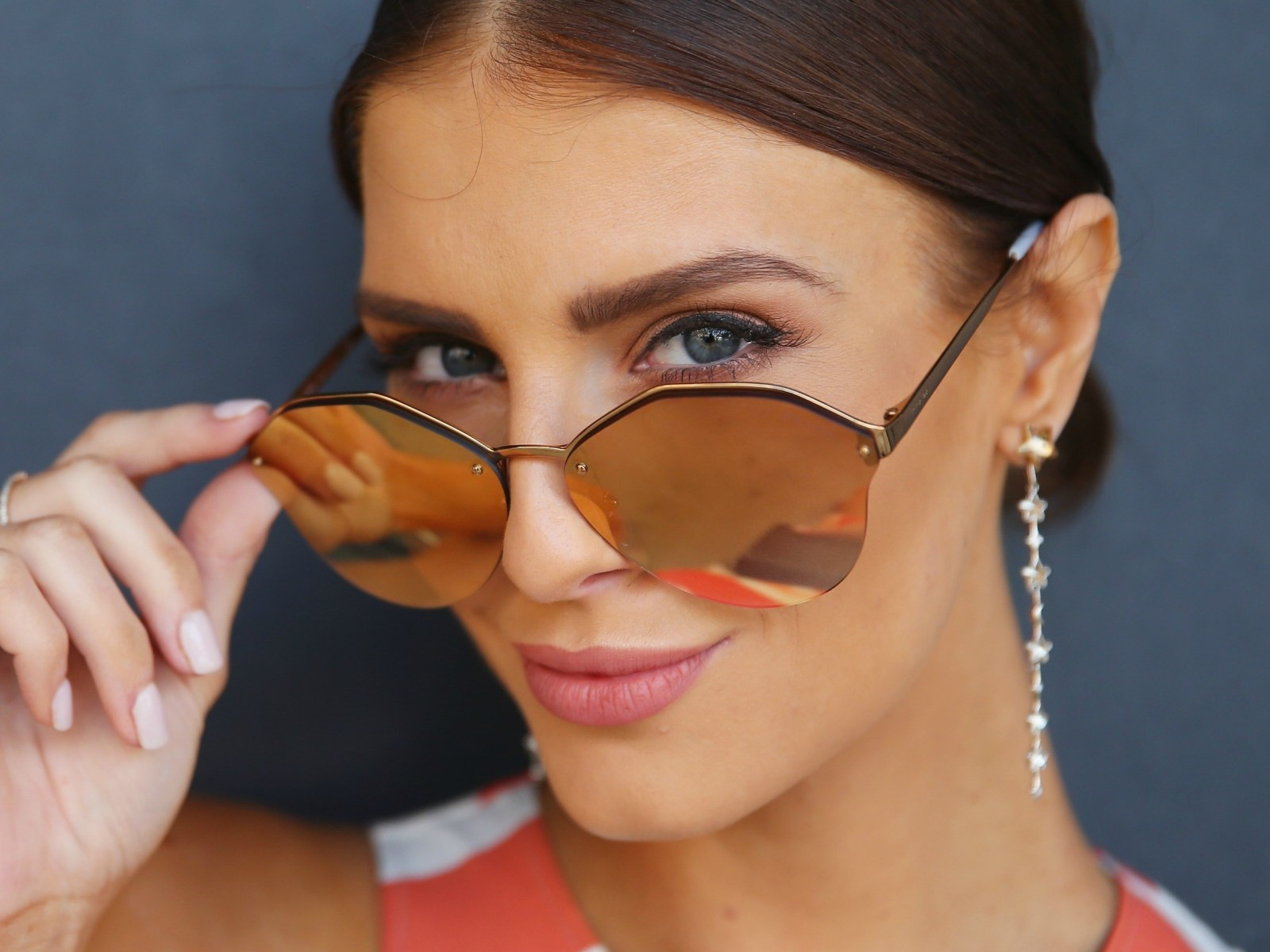 Sweating off your makeup in the summer heat? We're here to help with the best tips for how to manage your makeup and look fabulous all summer!