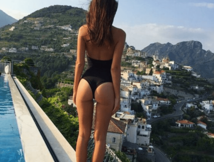 Are you ready for the summer? Train your body and your booty to fin in that amazing two pieces bikini with our easy-peasy squats exercises.