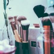 Den perfekten Augenbrauen-Look zu bekommen, ist eine knifflige Aufgabe. Mit dieser Liste von Augenbrauenprodukten werden Sie in kürzester Zeit fantastische Augenbrauen haben!