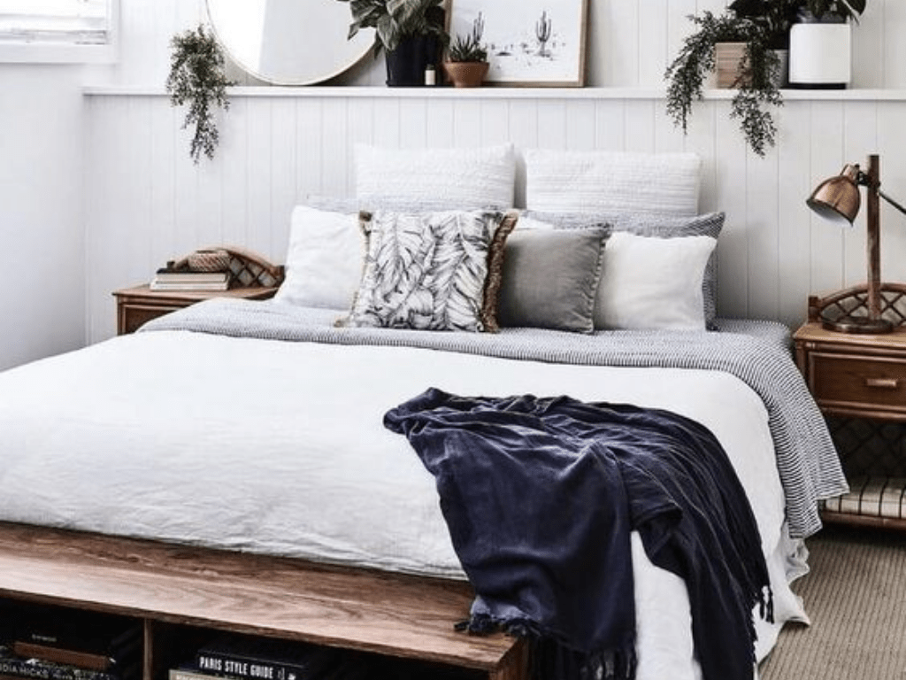 Are you looking for some dorm decor inspo? Here's some easy to follow minimalistic trends to make your room a cuter space with simple details!
