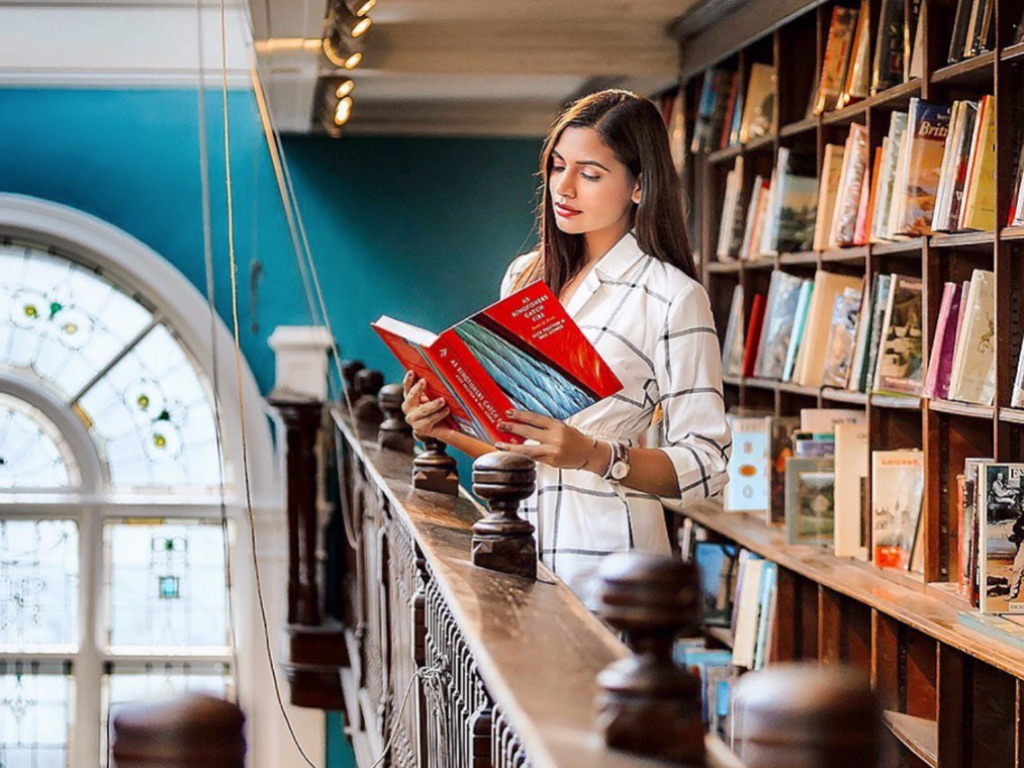 London has some great spots for book lovers. Check out our guide for the best places to visit if your a bookworm in London!