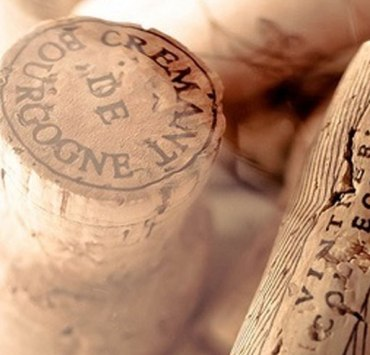 If you're a wine lover, you probably have more than a few corks laying around. Put them to good use by making this wine cork bulletin board!