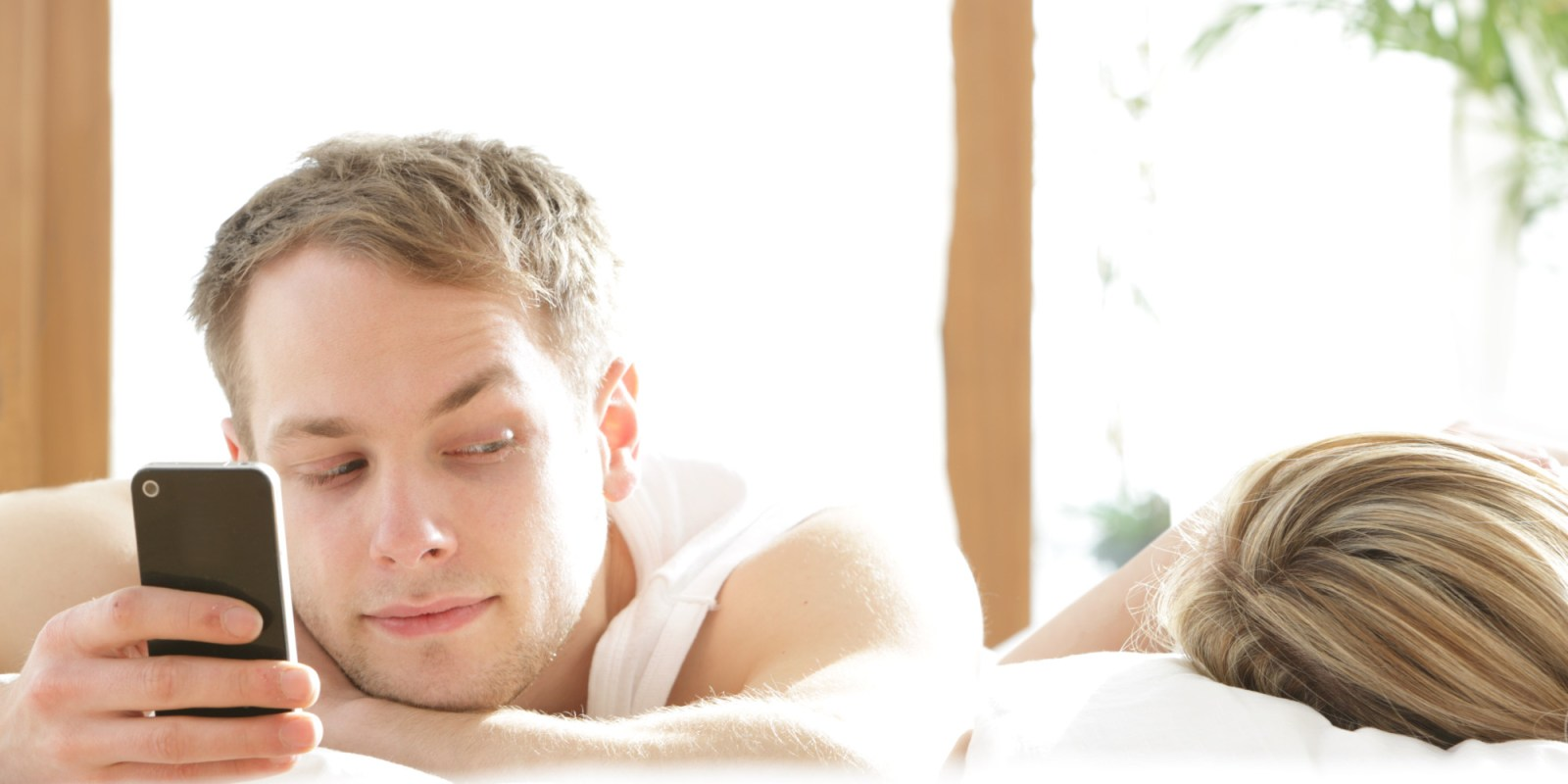 5 Signs He's Cheating On You