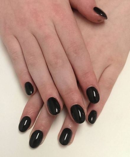 This season is also about a natural shape of your nails.