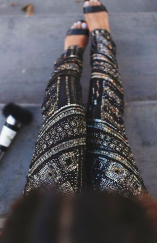 These sequin leggings make the perfect holiday or winter outfit!