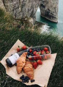 A picnic is such a cute date idea!