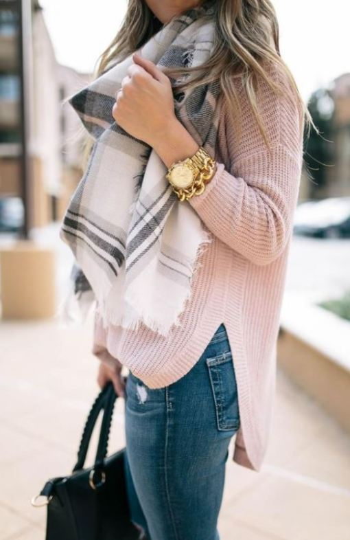 This pink sweater is such a cute outfit to wear for a Valentine's day date!