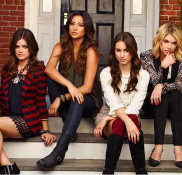 How to Dress Like the Cast of Pretty Little Liars