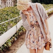 With the Easter Holiday coming up, it's important to have the perfect outfit for Easter Sunday. These cute Easter outfit ideas are perfect for springtime, with floral prints, pastels and flowy looks!