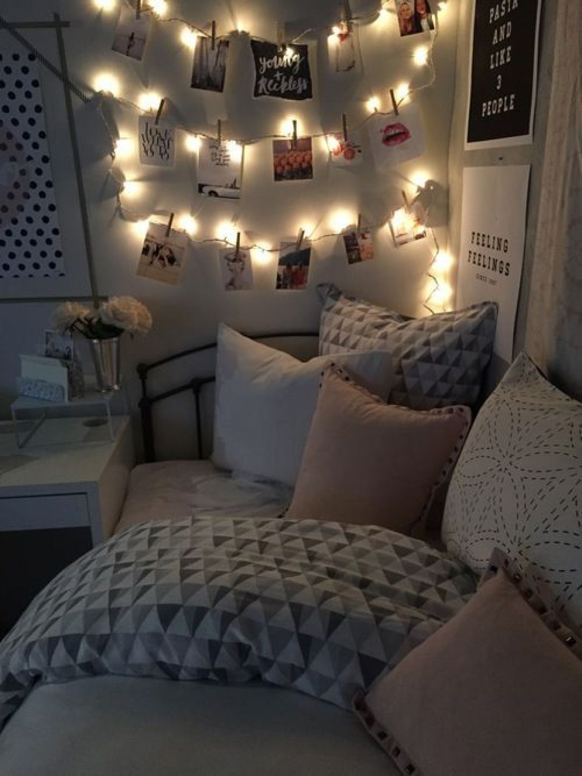 cool dorm room set up