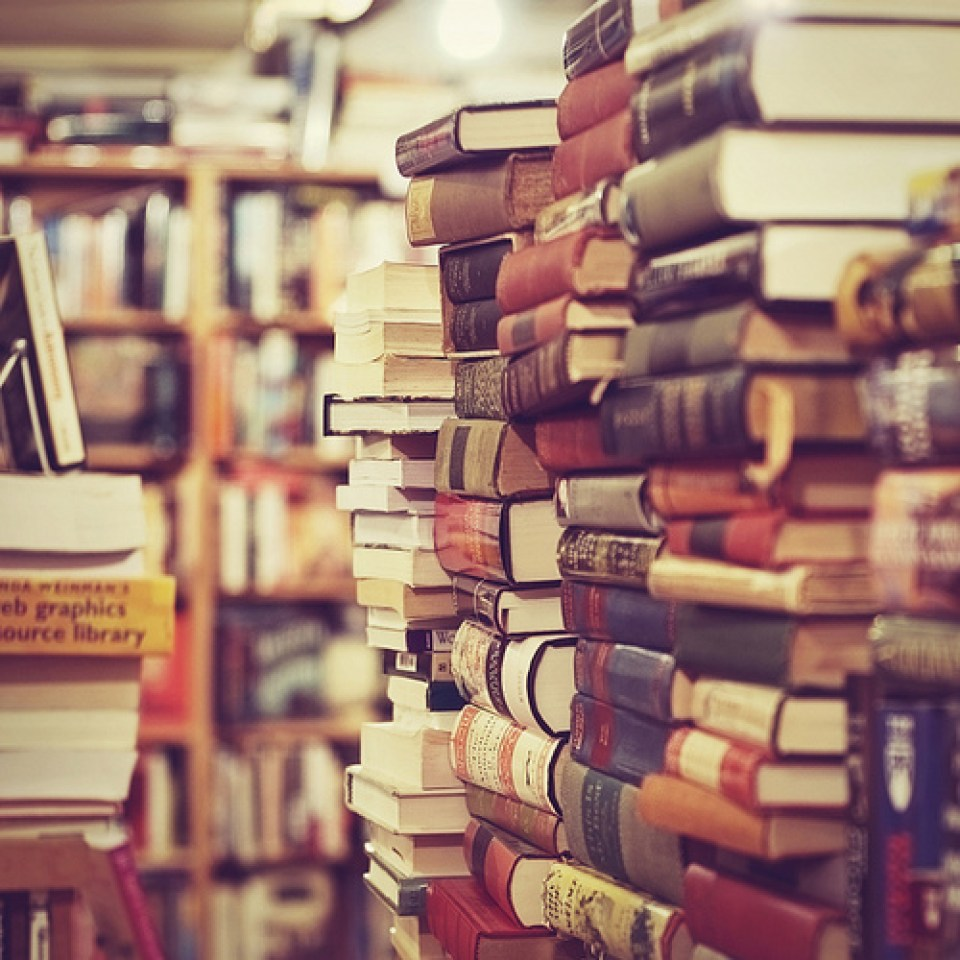 don't buy books at your school's bookstore!