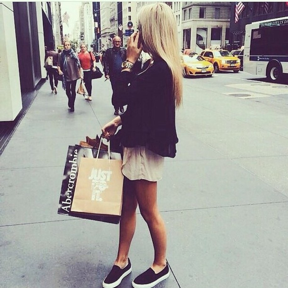 cute shopping outfit