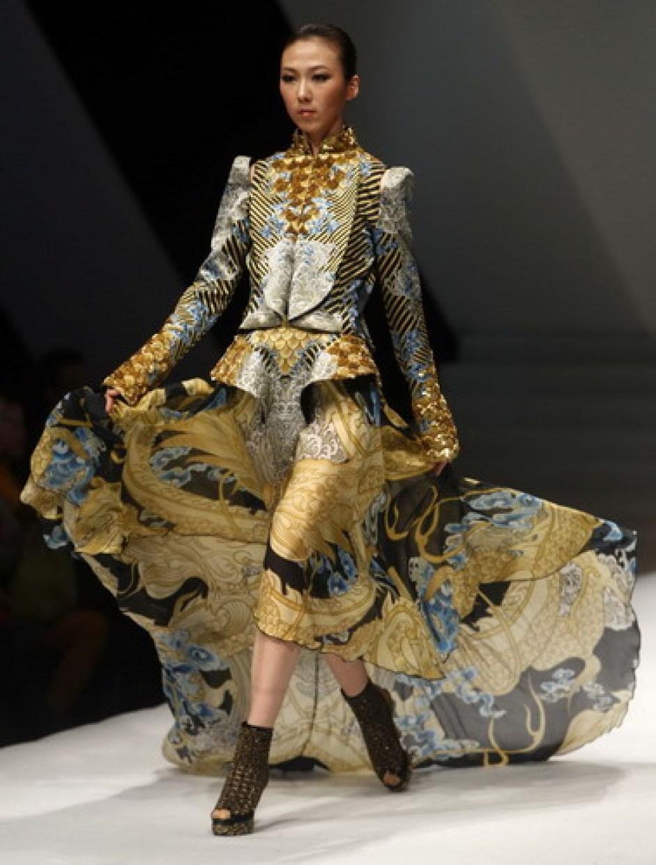 reasons to visit China - the fashion!