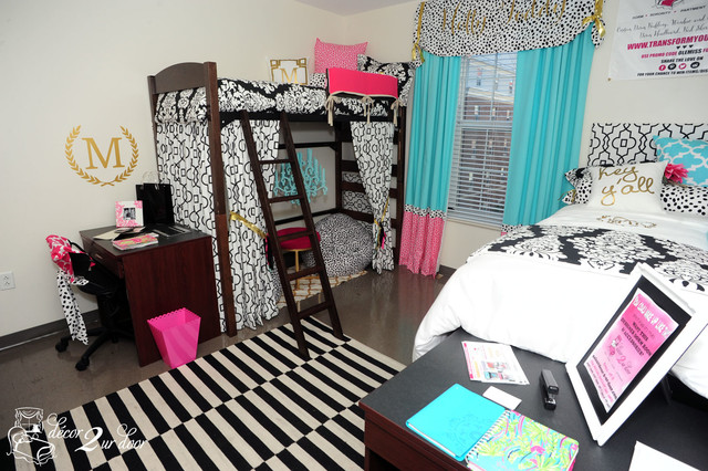 Pops of color and patterns are super cute for ole miss dorm rooms!