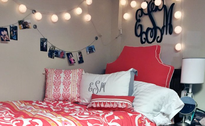 Using command hooks to organize your dorm room is a great idea to save space, money and to keep you from damaging your walls with your dorm decor!