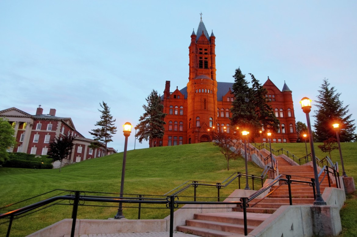 20 Things No One Tells You About Freshman Year at Syracuse