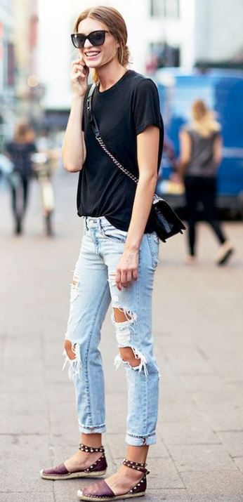 This look is so cute with the crossbody bag and ballet flats!