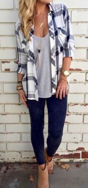 This plaid flannel shirt outfit is so cute!