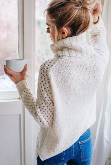 This cableknit sweater is so cute for winter!
