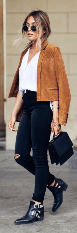 this suede blazer paired with black booties is so cute for fall!