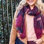 These are some of the best layered outfits that you can wear this fall! We've got all the tips on how to wear them right for you!