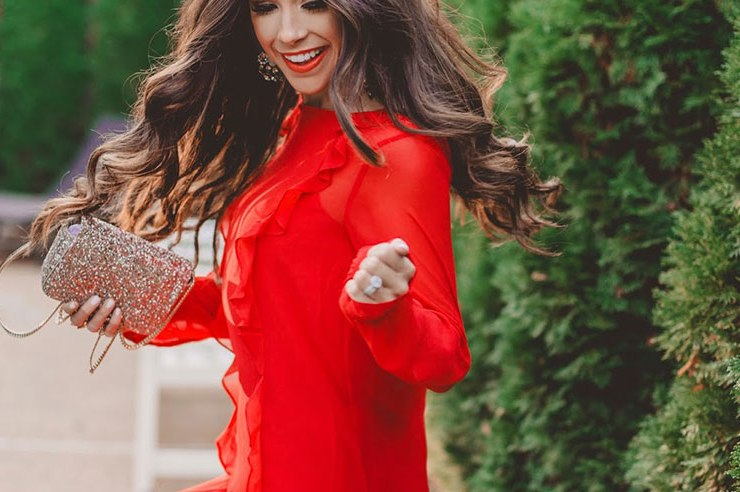 These holiday outfits are perfect for your next party! Whether you're searching for office holiday party outfits or cute Christmas dresses, try these out!