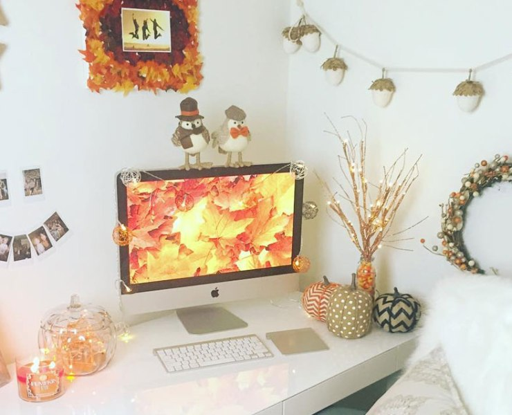 Pumpkins, pretty fall leaves, and apple cider are the best parts of the fall season. Make sure to decorate your form for fall and join in the festivities!