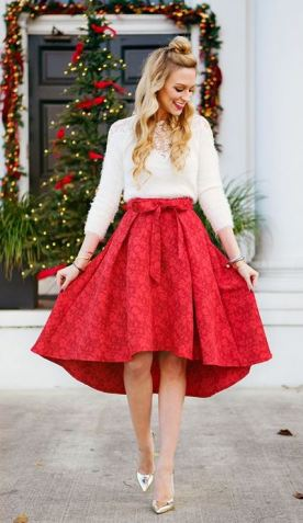 This pleated skirt is gorgeous