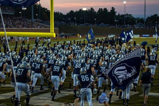 Game day is one of the best free things to do around UNH!