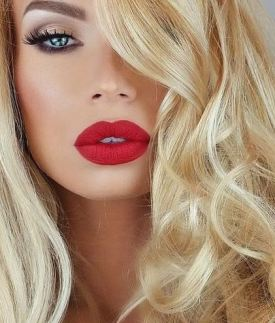 This bright red lip looks so good with her blonde hair!