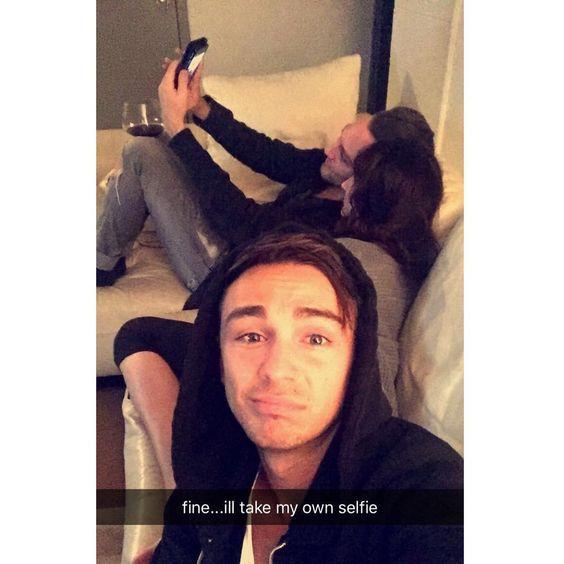 third-wheel-snapchat-selfie