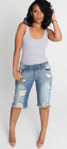 These distressed bermuda shorts are so cute for a spring outfit!