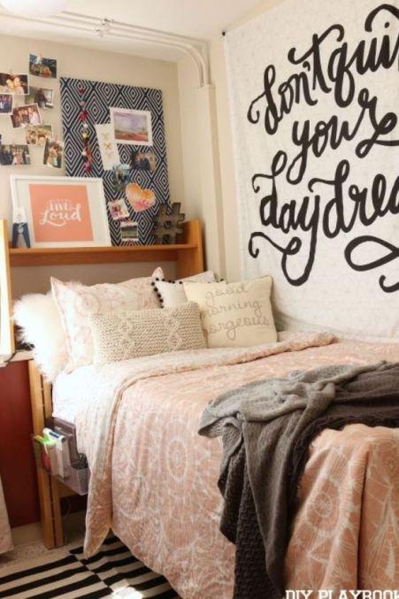This relaxing dorm is full of cute dorm room ideas!