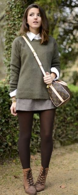this cross body bag is so cute with this preppy fall fashion outfit!